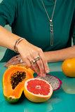 Melano Twisted Geo Gemstone Small steentje rosekleurig - Howlite 12mm_